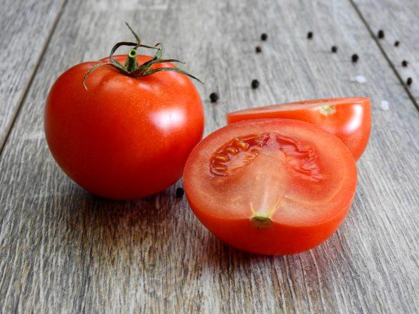 Manfaat tomat untuk wajah yang wajib kamu coba