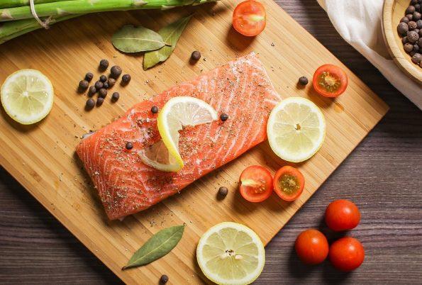 7 Cara Memasak Ikan Salmon yang Benar Agar Nutrisinya Tidak Hilang | Blog Sayurbox