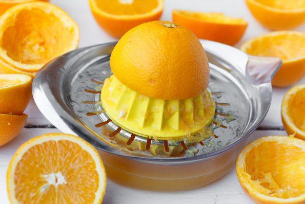 cara memeras jeruk